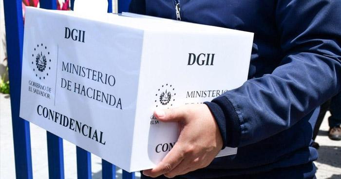 Presentan cuatro avisos por presunta evasión fiscal
