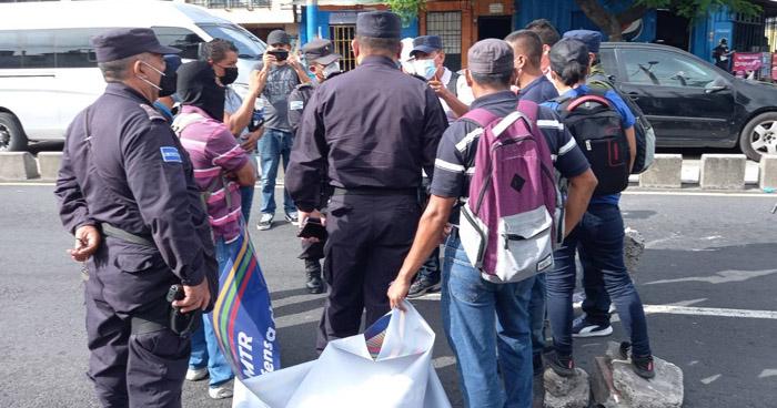 Piden reinstalo de 130 trabajadores en la Alcaldía de San Salvador