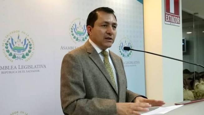 Mario Ponce afirma que PCN apoyará a que se valide el DUI vencido para votar en los próximos comicios