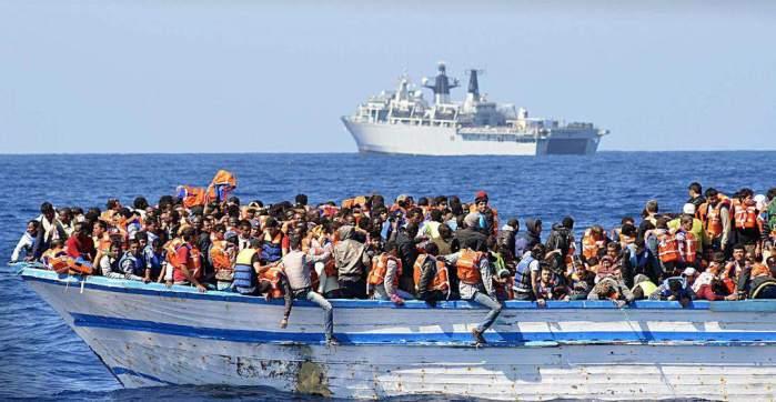 Traficantes de personas abandonan a 300 migrantes frente a las costas de Yemen