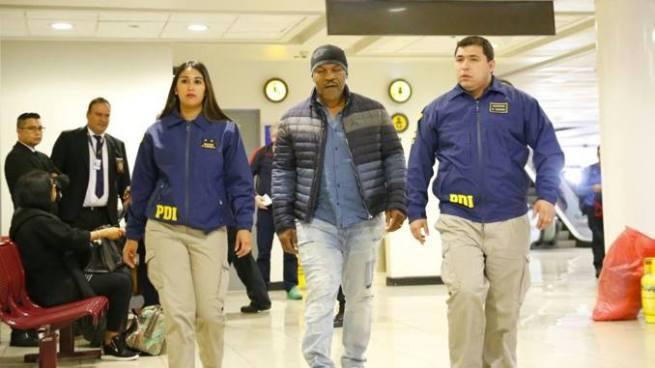 Mike Tyson fue detenido en el aeropuerto de Chile y le prohibieron su ingreso al país