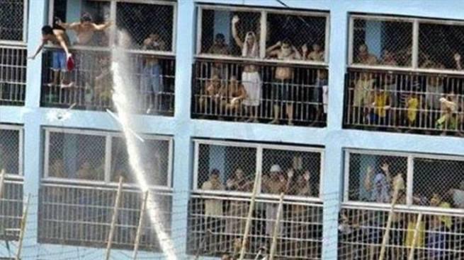 Motín en una cárcel de Venezuela deja al menos 37 muertos