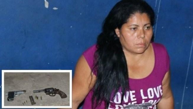 Capturan a mujer con dos armas de fuego en Sonsonate