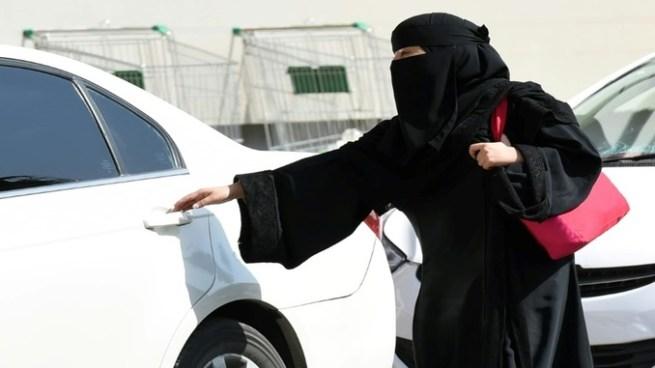 Mujeres podrán obtener licencia de conducir en Arabia Saudita