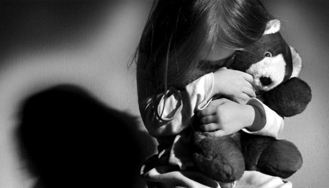 Sujeto tomaba fotografías intimas a su hijastra de 8 años luego de violarla