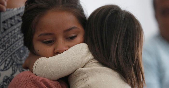 Gobierno de EE.UU anuncia que algunos niños migrantes ya se encuentran con sus familias