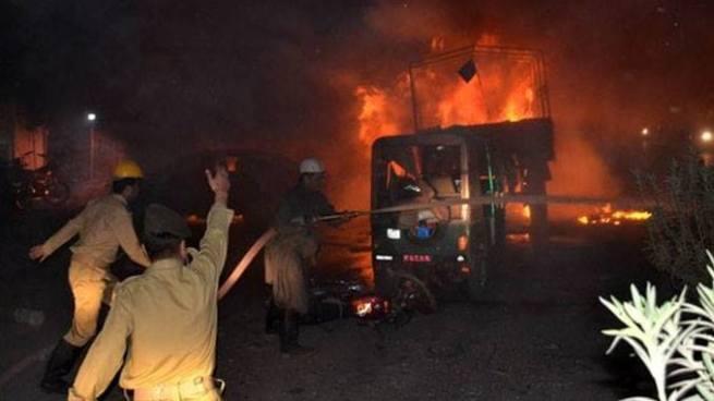 Fallecen 15 personas y registran más de 32 lesionados tras explosión en Pakistán