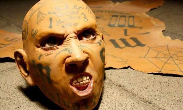 Artista mexicano exhibe a pandilleros como trofeos de caza