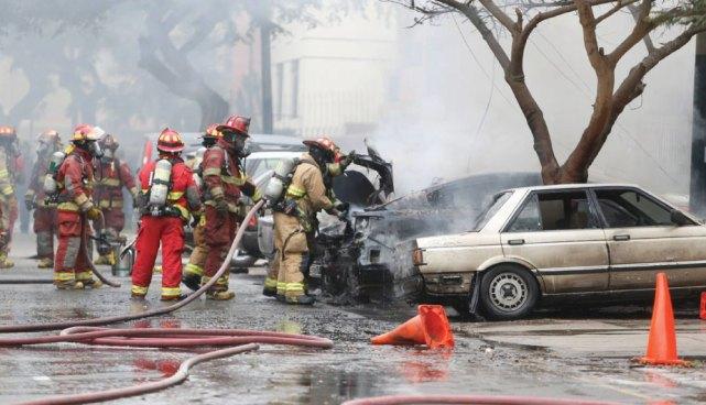 VÍDEO: Explosiones por gas deja varios heridos, vehículos destruidos y viviendas dañadas en Perú
