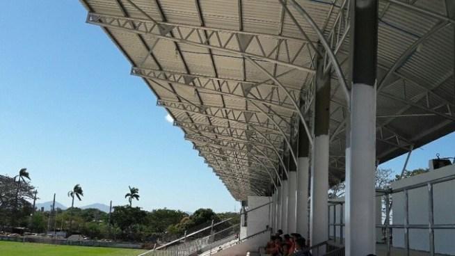Platea del estadio Barraza se inunda pese a remodelaciones hechas por la alcaldía de San Miguel