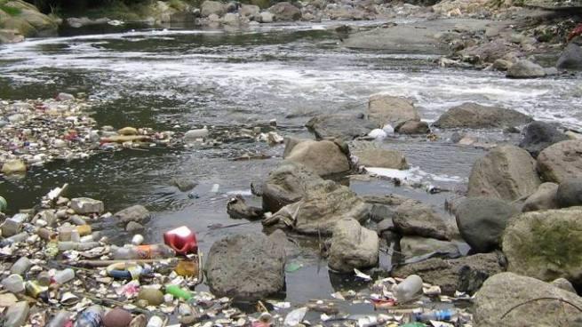 Encuentran el cadáver de una persona en el río Acelhuate en Nejapa
