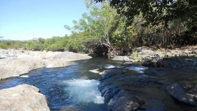 Sujeto violó y embarazó a una niña cuando se bañaba en un río de Ahuachapán