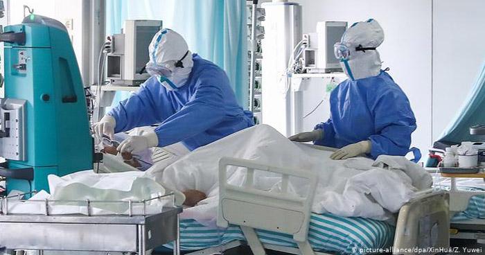 Mueren más de 900 personas por COVID-19 en Reino Unido