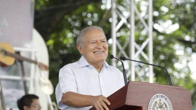 Sánchez Cerén asegura que 3 mil reos trabajaran en reparación de calles y centros escolares