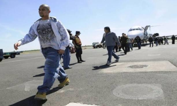 Número de salvadoreños deportados de México y EE.UU disminuyó en el 2017