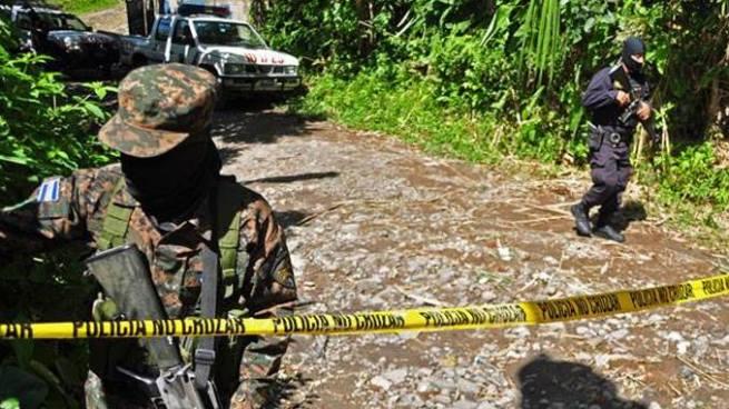 Delincuentes asesinan a hombre cuando se dirigía a trabajar en San Pedro Perulapán