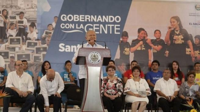 """Salvadoreños en redes sociales se burlan de """"El natalicio de nacer"""" dicho por el Presidente de la República"""