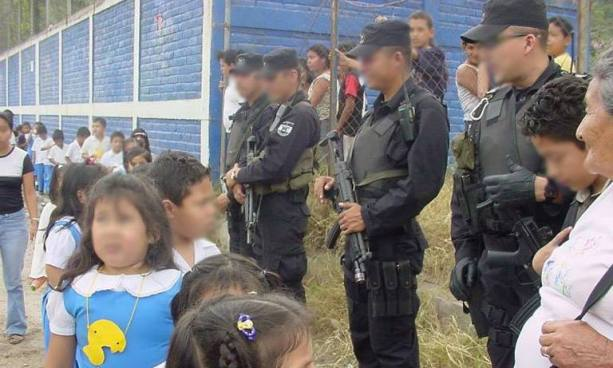 Padres de familia preocupados por el retiro de la seguridad en escuelas de Mejicanos