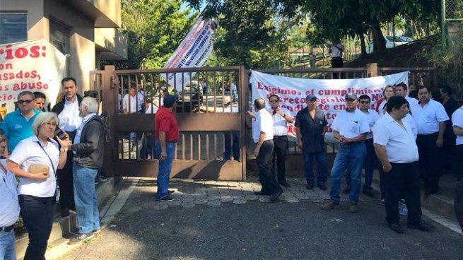 Sindicalistas del MAG realizan protestas en las instalaciones del ministerio