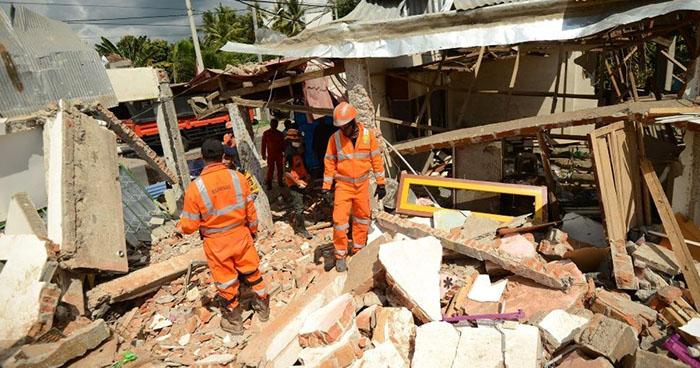 Contabilizan 131 personas fallecidas tras terremoto en Indonesia