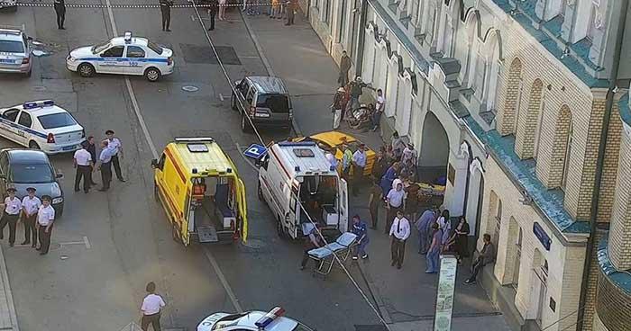 Siete lesionados deja atropellamiento de taxi a una multitud en Moscú, Rusia