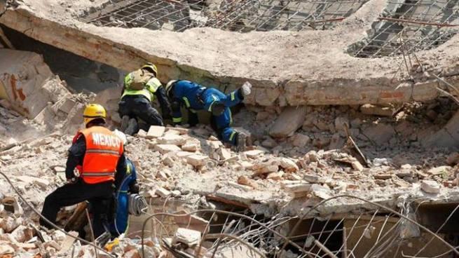 Sube a 90 el número de víctimas por el terremoto en México