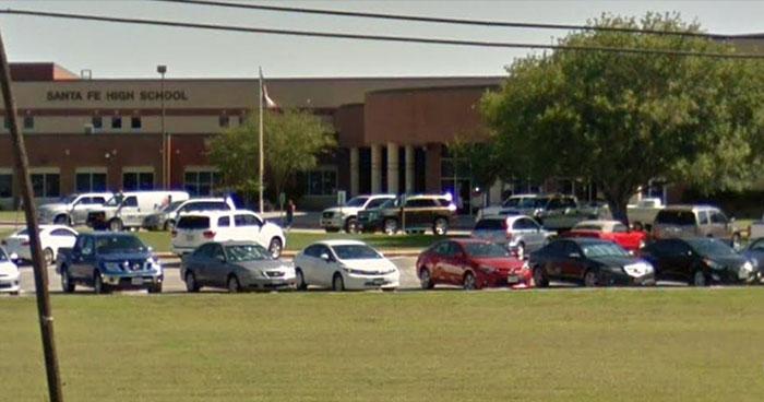 Al menos ocho muertos deja tiroteo en escuela secundaria de Texas, EE.UU
