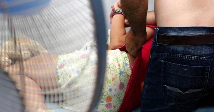 Mujer observó cuando su pareja tocó las partes intimas de su hija en La Unión