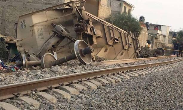 Tren se descarriló, volcó y aplastó una casa donde murieron cinco personas