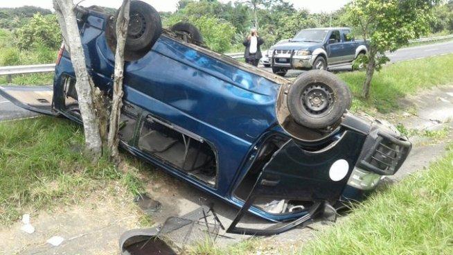 Microbús que trasladaba reos queda volcado tras accidentarse en Santa Cruz Michapa