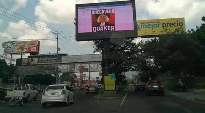 Hackean valla publicitaria digital y difunden meme del presidente Sánchez Cerén