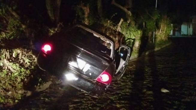 Pandilleros se dan a la fuga dejando vehiculo abandonado tras enfrentamiento con PNC