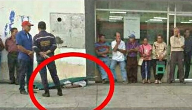 Venezuela: Hombre jubilado muere tras hacer fila dos días para cobrar una pensión de un dolar