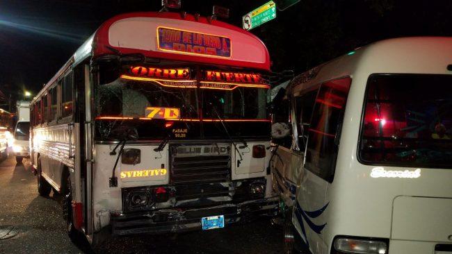 Choque entre dos unidades del transporte público deja 9 lesionados