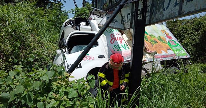 Dos lesionados tras accidente en Santiago Nonualco, La Paz