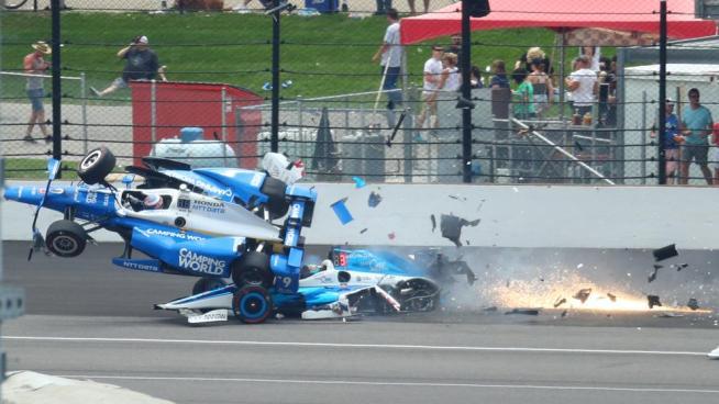 El aparatoso accidente de Scott Dixon en las 500 millas de Indianápolis