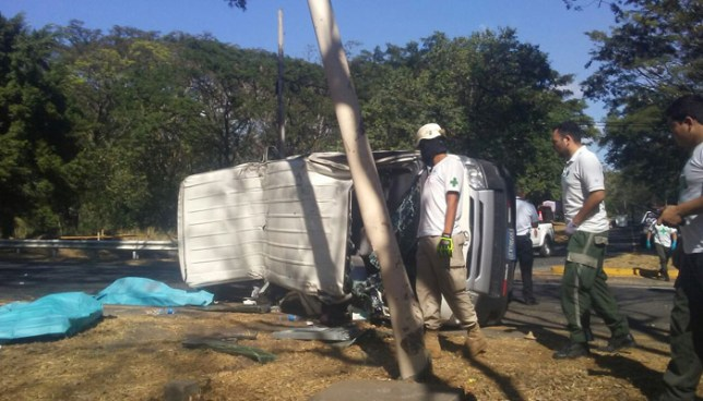 Dos personas fallecidas tras grave accidente de tránsito en carretera Comalapa