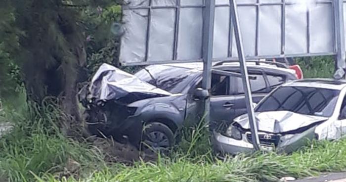 Tres vehículos involucrados en un accidente de tránsito en carretera a Santa Ana