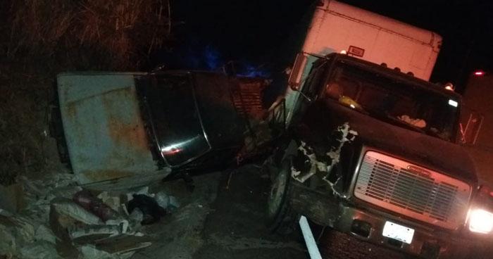 Camión embiste a hermanos cuando botaban basura en la carretera de Oro