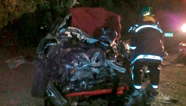 Un muerto tras aparatoso choque frontal entre particular y autobús en carretera a Santa Ana