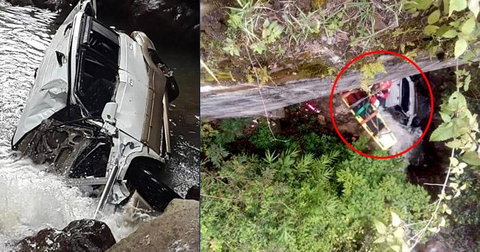 Tres lesionados luego que vehículo se precipitara a un río, desde 30 metros de altura, en Chalatenango