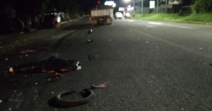 Dos fallecidos tras ser embestidos en carretera de Ahuachapán