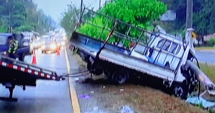 Dos lesionados tras accidente de tránsito en carretera Comalapa