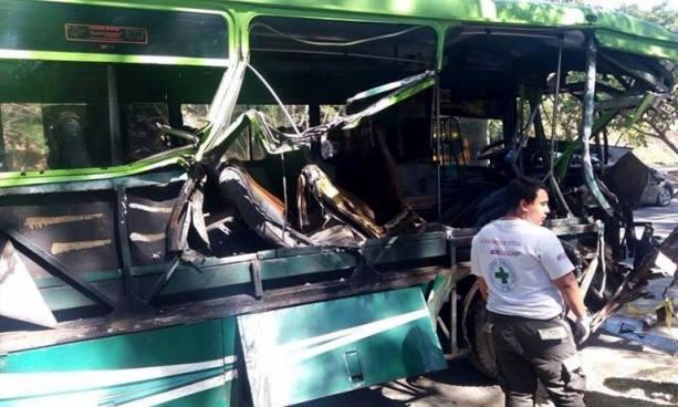 Al menos dos muertos y cinco lesionados deja trágico accidente de tránsito en carretera a Comalapa