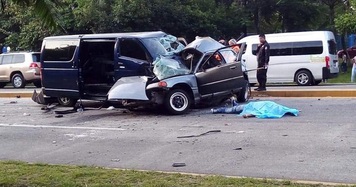 Un muerto tras grave choque sobre carretera a Comalapa