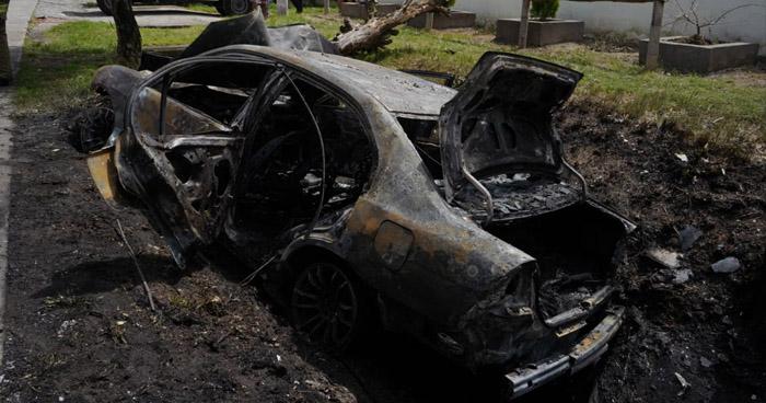 Conductor y acompañante lesionados tras colisión e incendio de vehículo en Comalapa