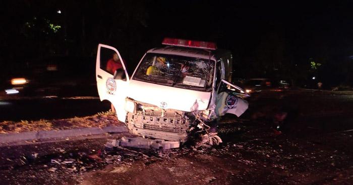 Mujer lesionada tras triple choque sobre carretera de Oro
