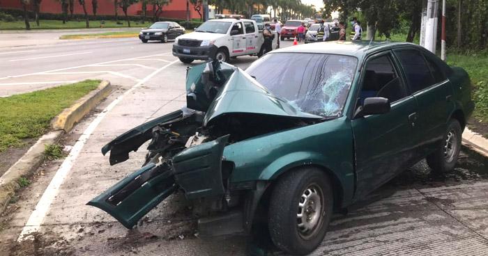 Conductor lesionado tras accidentarse en carretera Panamericana, Antiguo Cuscaltán