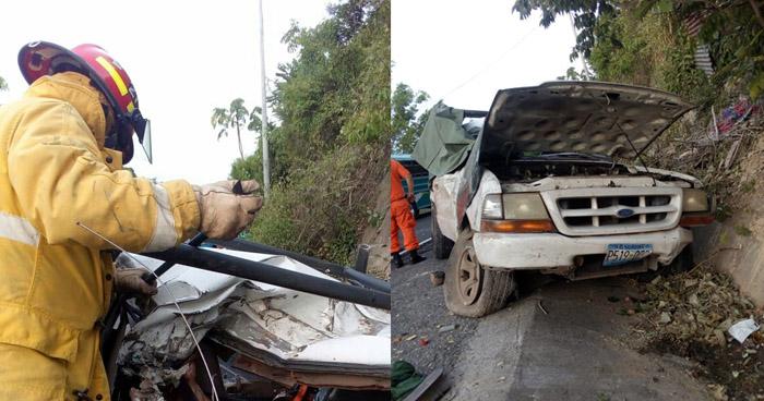 Muere pasajero de un pick up tras chocar contra un árbol en carretera Panamericana