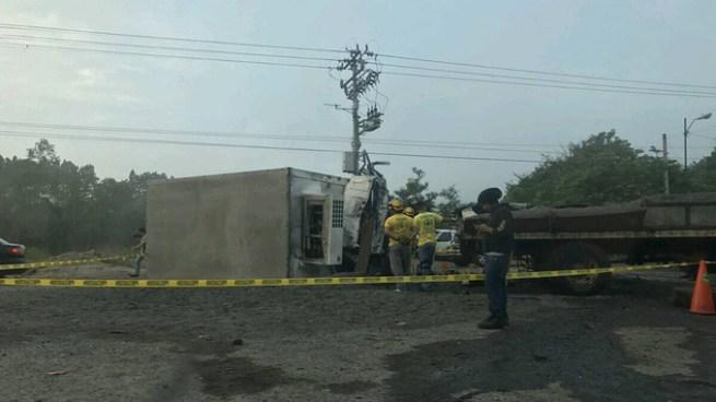 Al menos un muerto y 2 lesionados en fuerte accidente de tránsito en carretera de Oro